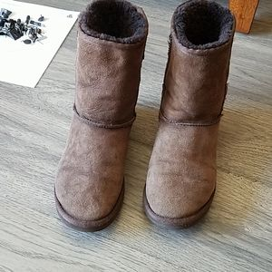 UGG Boots, Chestnut Brown, Size W8